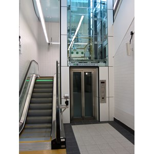 Eskalator & Lift
