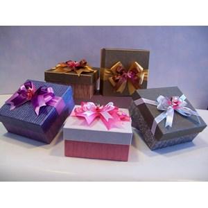 Supplier & distributor kotak souvenir