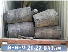 Marine air bag ( hard type) for ship launching diameter 2.5m x 12m working length, 8layer fabric/ 9layer rubber, Working pressure 0.10 MPA, Include accessory such as filling pipe, pressure gauge, valve, plug etc