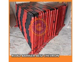 Jual Road Barrier Besi Chevron