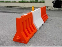 Jual Road Barrier, Water Road Barrier / Pembatas Jalan Isi Air – Bahan Fiber.
