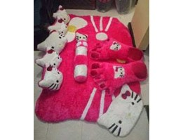 KARPET BULU RASFUR SET KARAKTER HELLO KITTY PIN: 2B4106F1