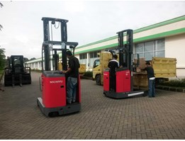Jual Forklift Reach Truck Stand On
