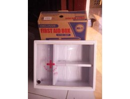 Kotak Obat ( Medical Kit ) Gantung First Aid Box Plastik