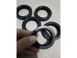 Oil seal Karet Industri