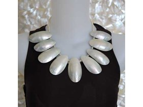 Necklace Jewelry From Pearl Shell / Kalung Kerang Mutiara