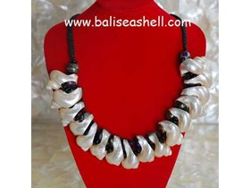 Shell necklace Art Pearlised Jewellery / Kalung Kerang Turbo Besar