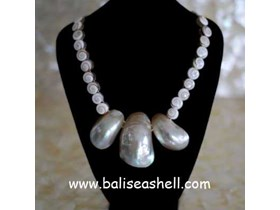 Big Pearl Shell Necklace Indonesia / Kalung Kerang