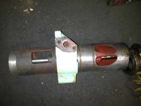 THIS IS CYLINDER HEAD FOR AKASAKA DM28A WITH HOUSING VALVE