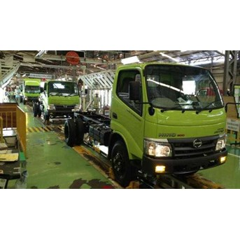 Mengintip Dapur Truk Hino Hino baru menguasai pasar di kelas truk menengah / Peek kitchen Hino Trucks New Hino trucks dominate the market in the middle-class
