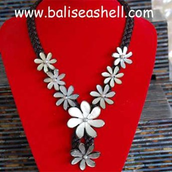 Star Flower Art Necklace Jewel Shell / Kalung Bunga Tahiti
