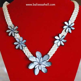 Necklace Flower Art / Kalung Jepang Bunga Tahiti