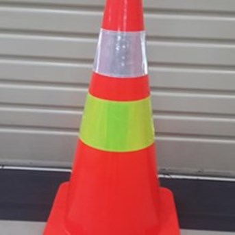 Traffic Cone Base oranye 70 Cm 911