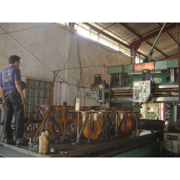 east java indonesia machine shop... milling/ planner w/ table size 4000x1750x850 mm, lathe machine, shaping machine, radial drilling machine, surface grinding, pressing, etc.