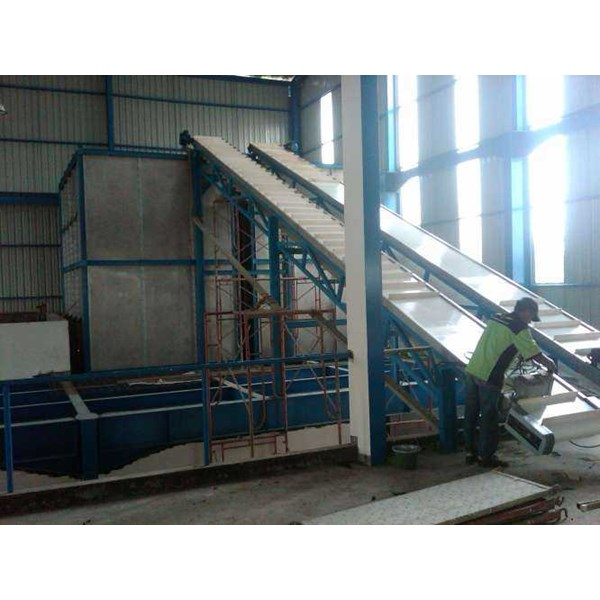 hooper dan inclane conveyor with cleated