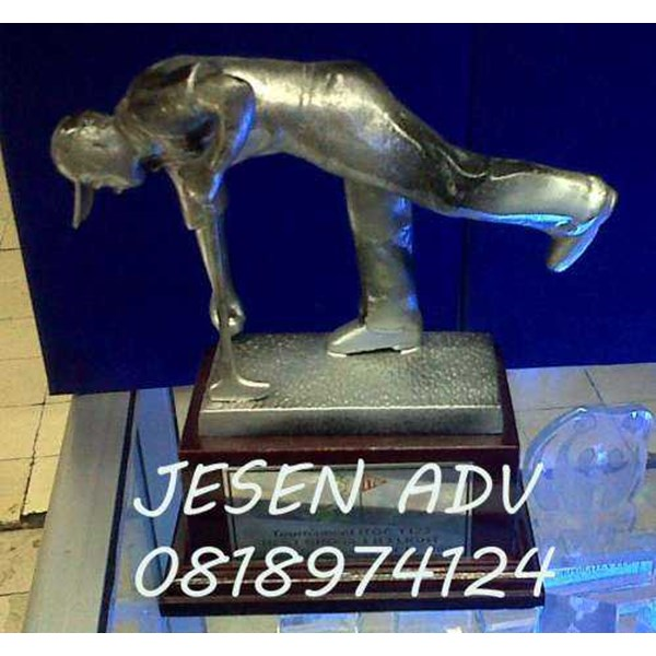 jual piala golf bahan metal