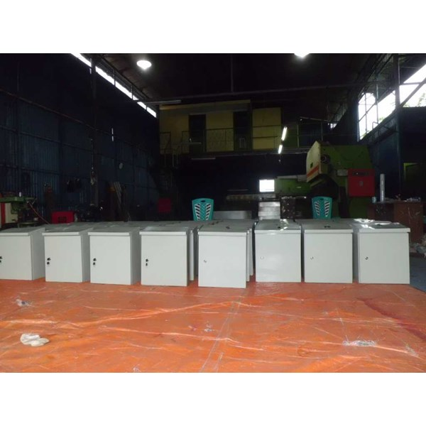 box panel outdoor ukuran 400 x 600 x 200 mm-1
