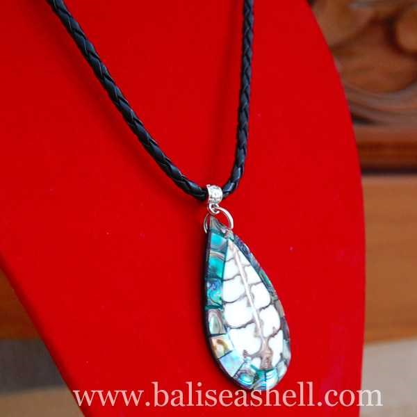 seashell pendants made from shell paua / kalung kerang liontin oval paua