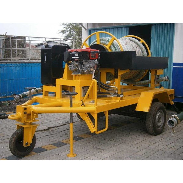 big hose reel on trailer-3