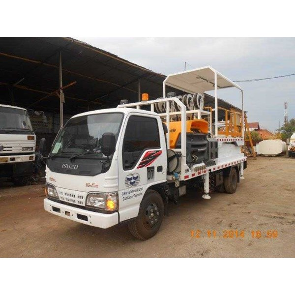service truck with hydraulic scissor lift-2