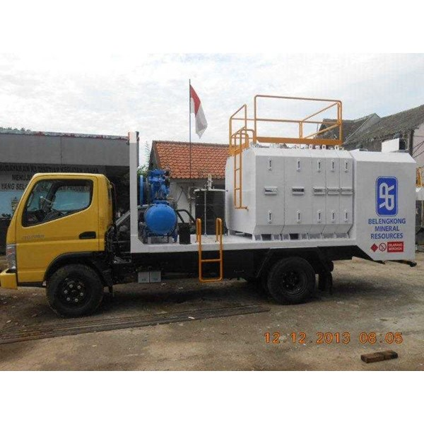 lube service truck with 8-10 module & system pneumatic/hydraulic-3