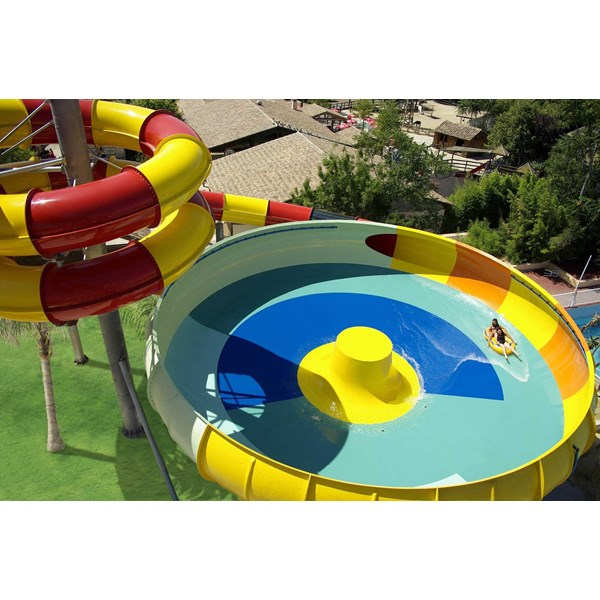 seluncuran water park space boat-1