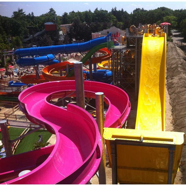 seluncuran water park wave slide