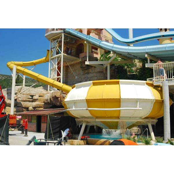 seluncuran water park space hole-2