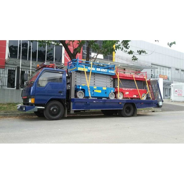 sewa mobil towing truck (self loader)-1