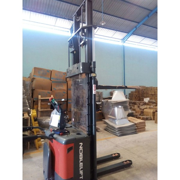 stacker full electric-2