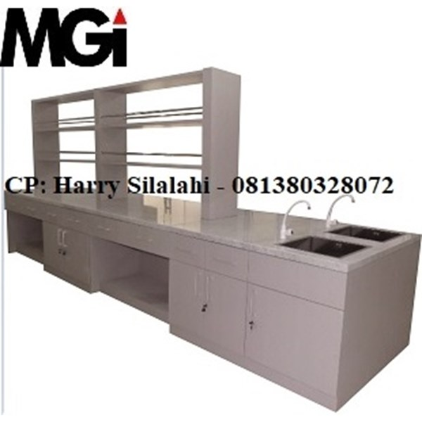 island bench with sink and rack / meja lab ruangan tengah dengan sink dan rak-1